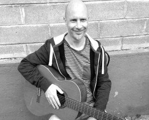 Rainer an der Gitarre